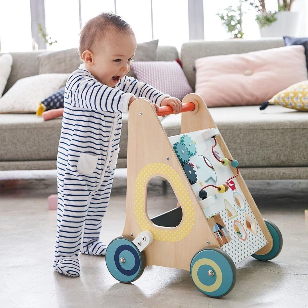 Chariot de marche avec freins en bois