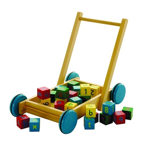Chariot avec cubes en bois